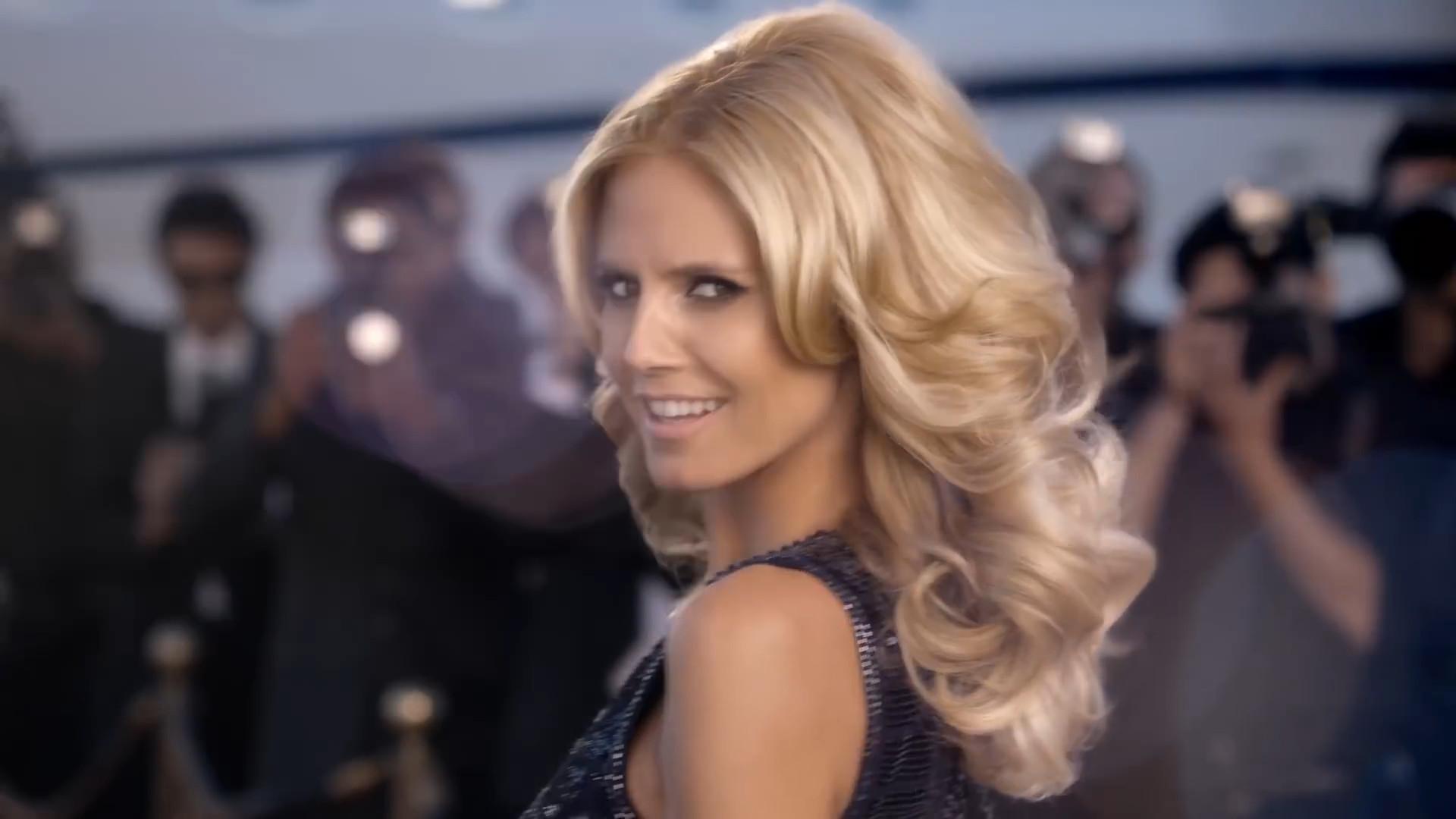 Closeup of Heidi Klumm smiling and showing her wonderfull blond hair in her Schwarzkopf Drei Wetter Taft Ultimate commercial.